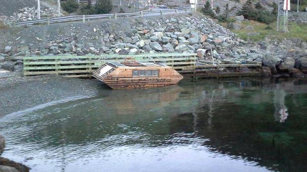 На побережье Ирландии обнаружен водоплавающий дом на солнечных батареях