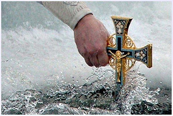 Крещенская вода: уникальные свойства, как набирать, пользоваться, хранить