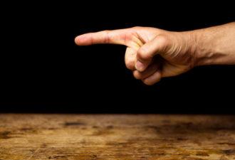 Человек себя показывает, когда мы от него ЗАВИСИМ