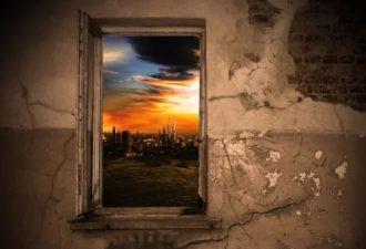 Притча: взгляд в окно