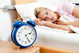 Просыпаетесь ночью в одно и то же время? Вот, что это значит