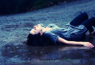 Когда кто-то причиняет вам боль, помните, что однажды им тоже сделают больно