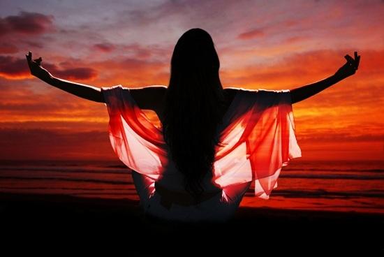 Сила женщины. Что поможет поддержать и восстановить энергетику