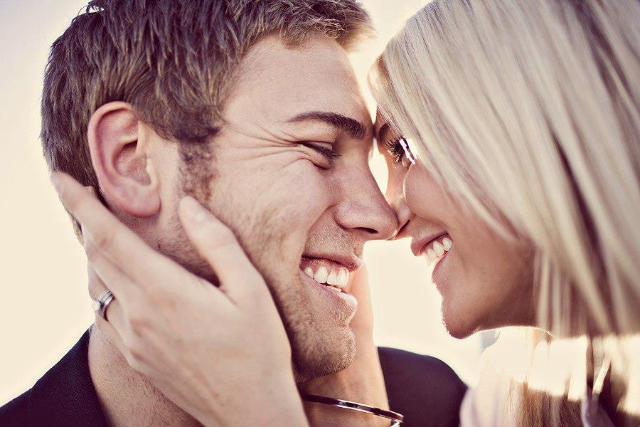 Но если между двумя людьми уже вспыхнула та самая искра, можно постараться разжечь из неё огонь любви и страсти.