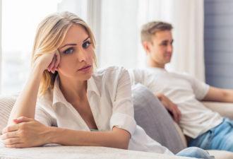 10+ признаков того, что ваш партнер отодвигает вас на второй план!