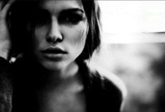 Почему мужчина привязал к себе девушку с добрым сердцем и сломал...