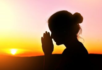 Сильные молитвы, которые уберегут от неприятностей на работе