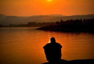 Почему принятие самых темных эмоций — ключ к борьбе с беспокойством и депрессией?
