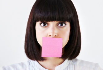 Слова, которые снижают вашу значимость. Не стоит их говорить!