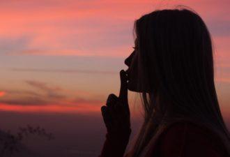 10 моментов в жизни, когда лучше промолчать
