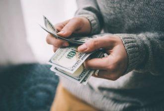 Как научиться правильно распоряжаться своими деньгами