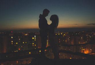 9 четких признаков того, что он по уши в вас влюблен