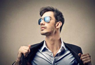 10 признаков, что твой мужчина что-то от тебя скрывает