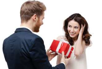 6 Приемов Мудрой Женщины, Заставляющих Мужчину Быть Щедрым