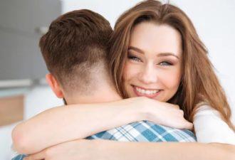 Как вы обнимаете человека и что это говорит о ваших отношениях