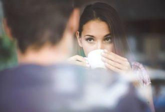 8 ужасных ошибок, которые вы делаете, пытаясь привлечь мужчину