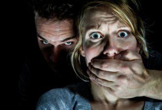 9 признаков, что ваш муж вас унижает