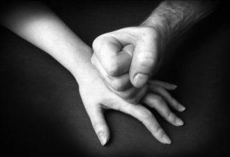 30 признаков эмоционального насилия
