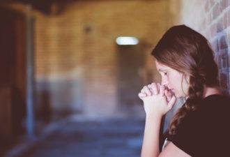 3 разумных способа, которые помогут пережить скорбь и потерю